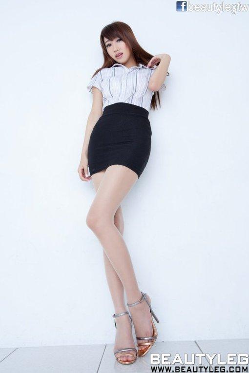 迷你超短裙美女图片被抄底高跟_hao123网游戏美女衣撕开图片