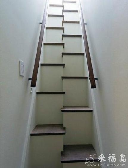 晚上走这个楼梯会摔死