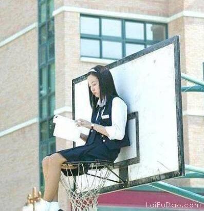 我只想在篮筐下静静地看风景